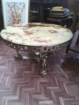 vintage round coffee table with marple top France in Ramstein, Germany