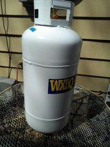 Propane tank 40 pound like new  dated aug. 2017 in Fort Campbell, Kentucky