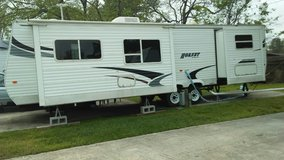 33' Hornet by Keystone travel trailer in Baytown, Texas