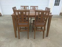 Gorgeous Bar High Table w 6 Chairs in Fort Campbell, Kentucky