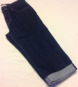 Levis darker denim size 8 Capri jeans in Fort Riley, Kansas