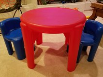 Little Tikes table and chairs in Glendale Heights, Illinois
