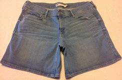 Levi's ladies 12 (31) lighter was denim shorts in Manhattan, Kansas