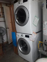 Kenmore Connect Gas Stackable Washer/Dryer combo - $1200 (Oak Forest) in Bellaire, Texas