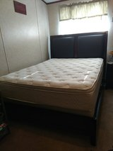 Queen Bed Set in Spring, Texas