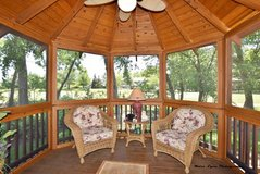Patio furniture in St. Charles, Illinois
