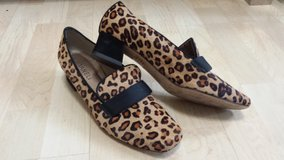 Like new!  Womens Shoes - Van Eli Leopard Print Shoes - Size 8 in Glendale Heights, Illinois