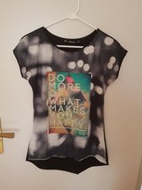 Womens T- Shirt Size: M in Ramstein, Germany