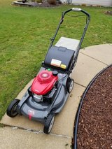 Honda HRX217VKA self propelled lawnmower in Chicago, Illinois