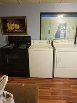 Washer, dryer, & stove in Warner Robins, Georgia