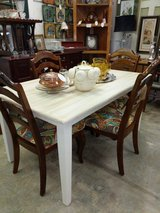 Table & 4 chairs in Fort Campbell, Kentucky