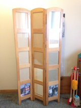 "6"" tall room divider/ picture holder in Fort Riley, Kansas"