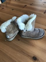 Girls Uggs size 11 in Plainfield, Illinois
