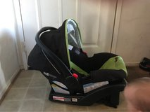 graco car seat with base in Camp Pendleton, California