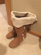 girls size 2 boot in St. Charles, Illinois