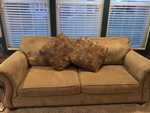 Broyhill love seat and sofa in Oswego, Illinois