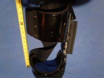 Knee brace XL in Lockport, Illinois