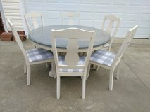Farmhouse Round Table w 6 Chairs in Fort Campbell, Kentucky