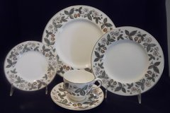 Wedgwood Strawberry Hill 53 Piece Bone China Set ~ Very Good Condition in Conroe, Texas