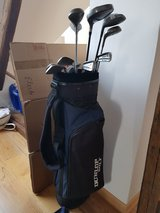 Left handed golf clubs with bag and balls complete in Wiesbaden, GE