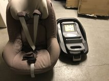 Maxi-Cosi Pearl Carseat and FamilyFix base in Grafenwoehr, GE