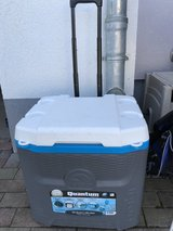 Igloo 25q cooler with wheels in Wiesbaden, GE