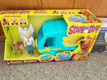 Scooby doo mystery machine and figures new in Box in Alamogordo, New Mexico