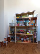 Large Dream Doll House with furniture in Grafenwoehr, GE