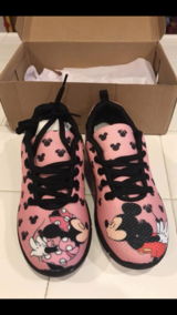 Mickey / Minnie Mouse kissing sneakers in Travis AFB, California