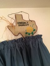 cowgirl hangout sign in Cleveland, Texas