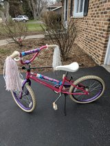 Girls bike in Glendale Heights, Illinois