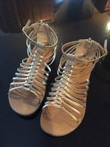 Girls GOLD Gladiator Sandals  Size: 4M in St. Charles, Illinois