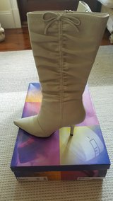Cream Boots (Barely Worn) - Size 7 in Beaufort, South Carolina