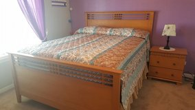 Queen Bedroom Set in Glendale Heights, Illinois