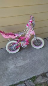 Girl's two-wheel bike in Glendale Heights, Illinois