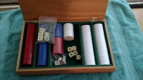 Poker Chips Set with wooden case in Byron, Georgia