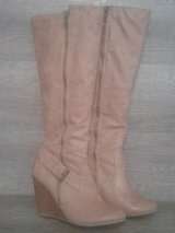 Cute Nine West Boots SZ 6M in Barstow, California