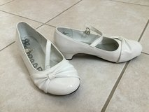 Girls white shoes size 3 in Plainfield, Illinois
