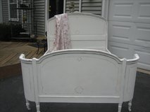 vintage SHABBY CHIC CURVED full BED in Glendale Heights, Illinois