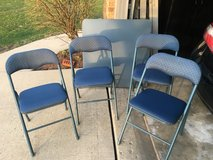 Card table and 4 chairs in Glendale Heights, Illinois