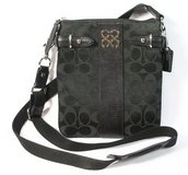 Coach black Colette signature crossbody swingpack bag in Chicago, Illinois