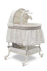 Bassinet Little Lamb (used) in Fort Campbell, Kentucky