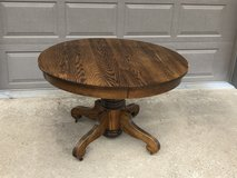 Round Oak Table with 2 leaves in Chicago, Illinois