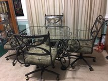 Glass dining room table perfect condition in Camp Lejeune, North Carolina