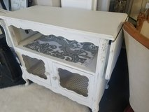 White Cabinet with 2 Leaves in St. Charles, Illinois