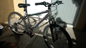 Black and white hardtail mountain bike on Sale (Nego) in Phoenix, Arizona