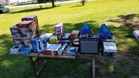 **Yard Sale ALL WEEK/Venta de Garaje TODO SEMANA** in Spring, Texas