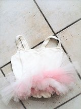 pink and white Leotard/tutu size 6-7 in Stuttgart, GE