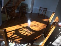 Classic Dining Room table with 2 leaves, 6 chairs, and table protector pads. in Schaumburg, Illinois