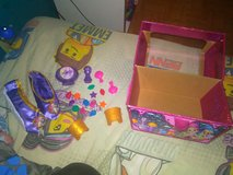 shimmer and shine dress up trunk in Camp Lejeune, North Carolina